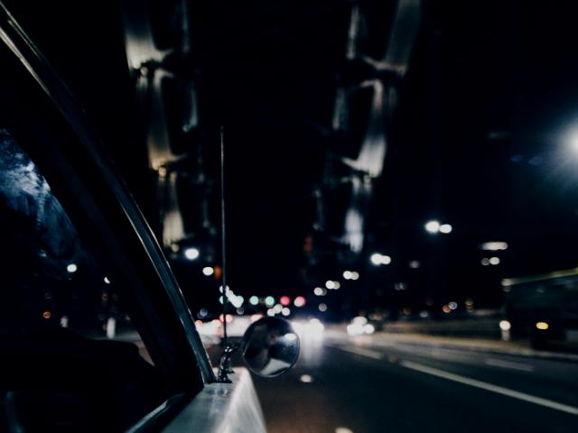 深夜残業からの帰宅途中