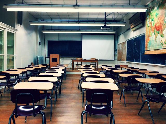 誰もいない学校