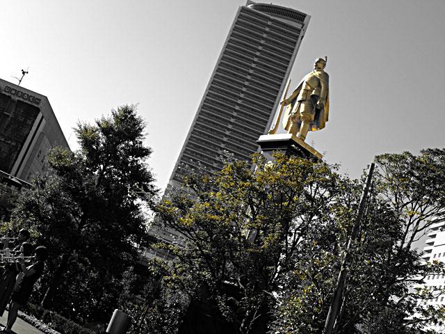 岐阜駅の信長像