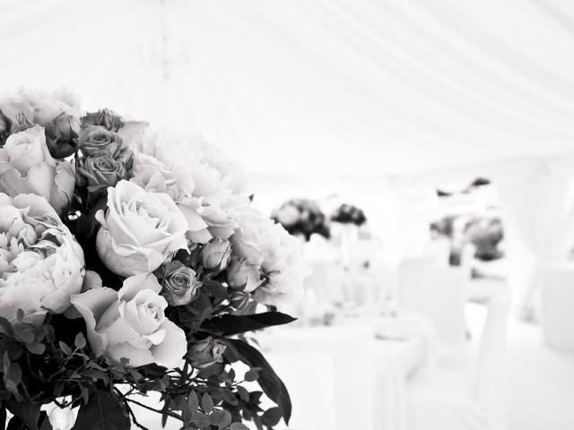 結婚式は高い