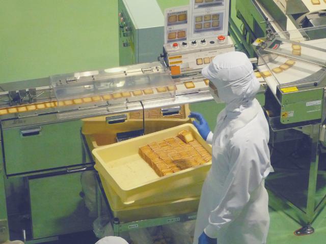 お菓子を作る工場
