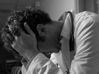 仕事のストレスが限界の社員