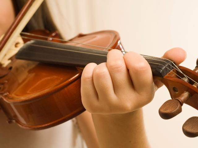 ヴァイオリンは音を出すだけでも難しい