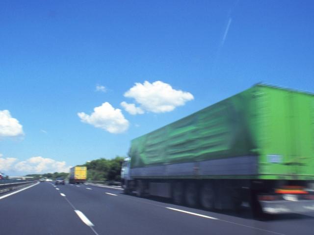 急ぎの商品を宅配するトラック
