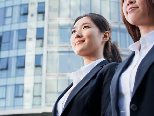 音大の就職先を探している女性