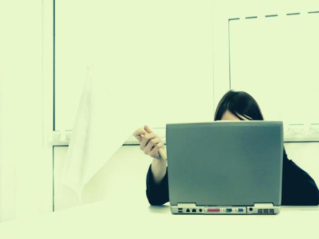 ブログをやめようとしている女性