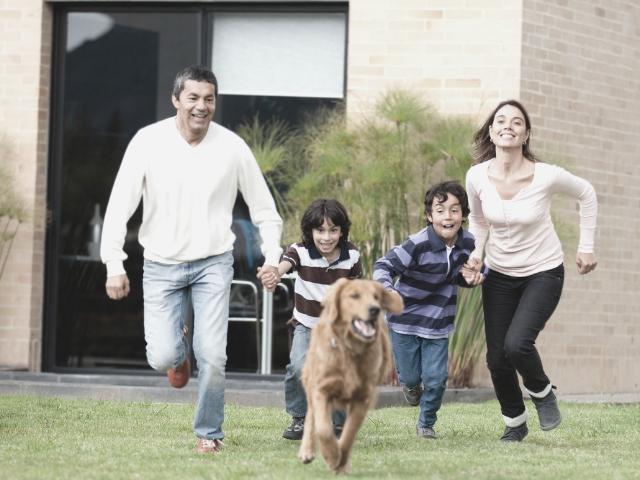 普通の生活をする家族