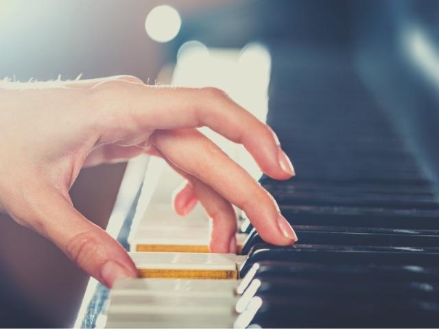 ピアノをコツコツ練習している人