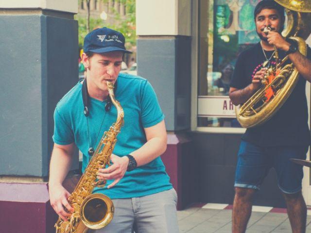 吹奏楽のストリートミュージシャン