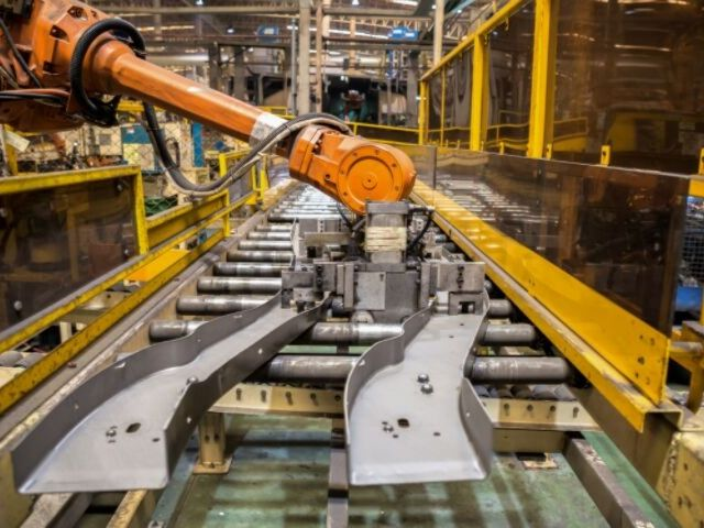 工場のロボットアーム