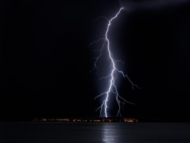 自転車通勤は雷が怖い